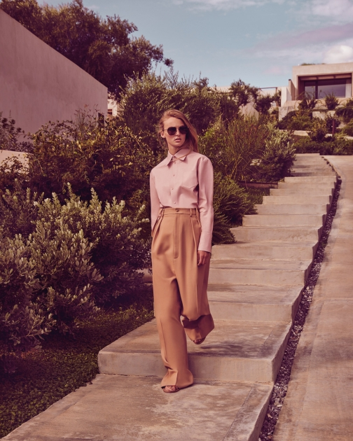 Fashion Photographer Director NYC Andreas Ortner Editorial Elle Germany Beige Walking Steps Fashion Women